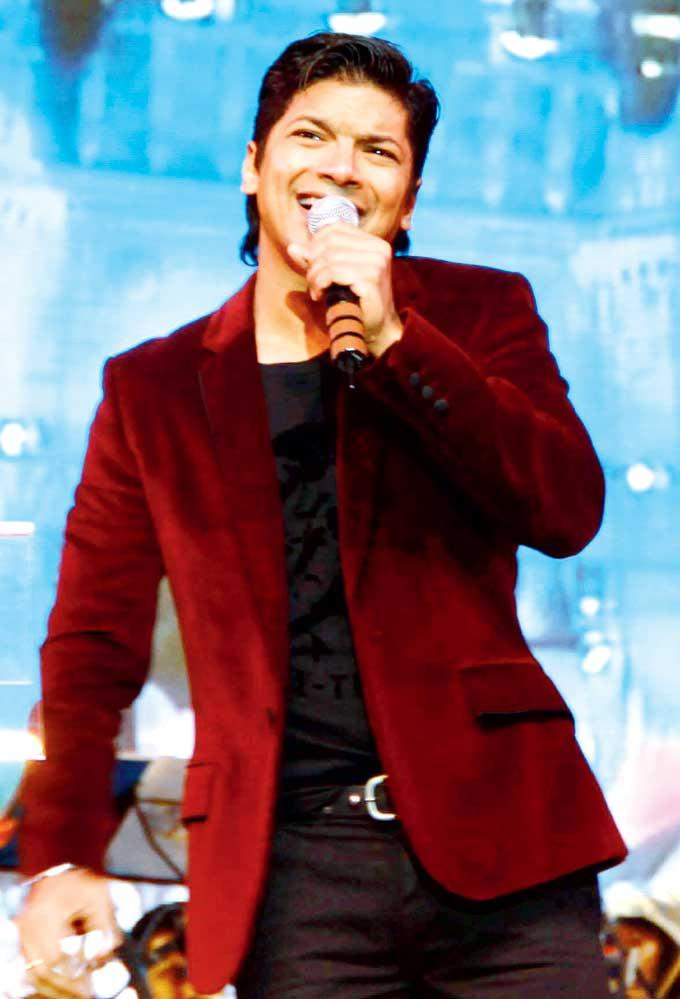 Shaan Recreates The Yesteryears Lover Boy At Live Concert Musical Evening In Memory Of Kaka