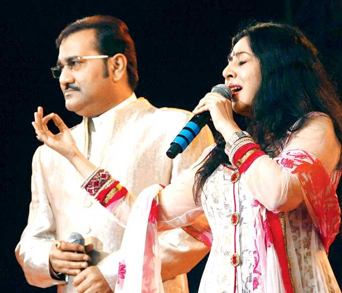Sudesh And Sanjeevani Entertain The Crowd At Live Concert Musical Evening In Memory Of Kaka