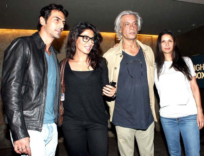 Arjun,Chitrangada,Sudhir And Mehr Posed For Camera At Special Screening Of Inkaar