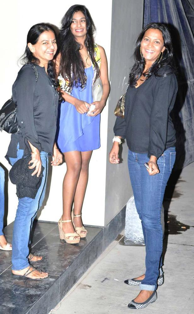 Lady Celebs Smiling Pose For Camera At Special Screening Of Inkaar