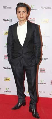 Ali Zafar Looked Smart In A Suit Pose For Photo At The 58th Filmfare Nomination Party