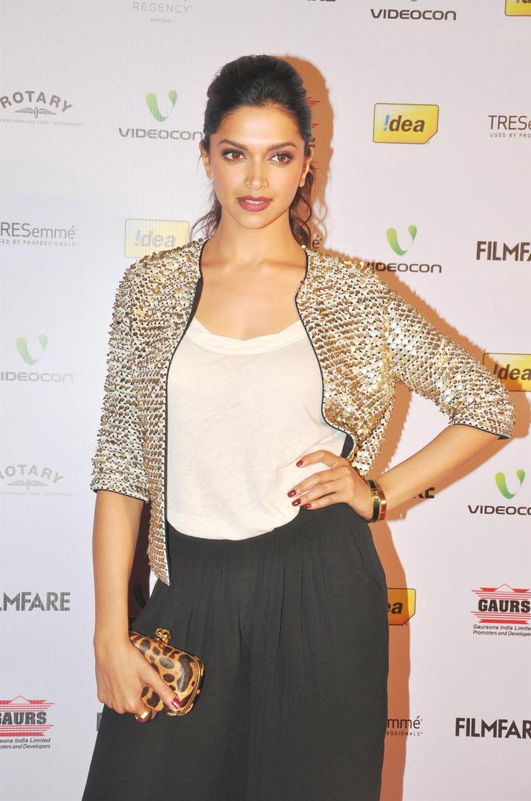Deepika Trendy Looking Photo Clicked At The 58th Filmfare Nomination Party