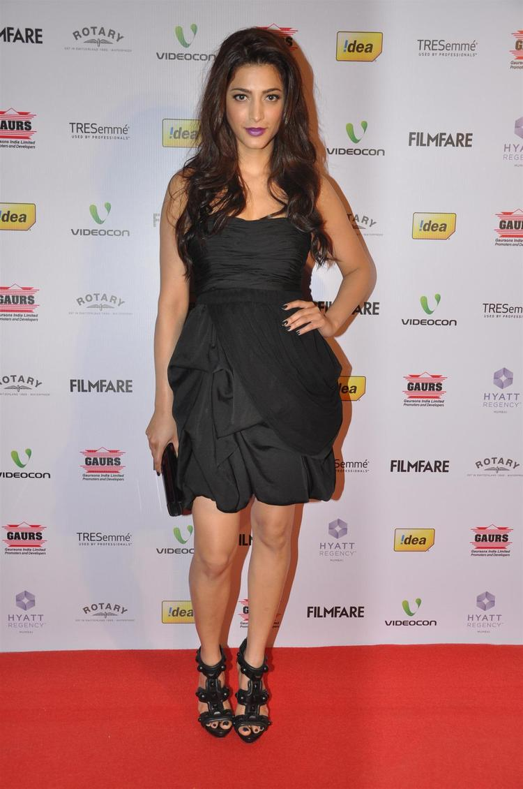 Shruti Hot Spicy Pose In A Black Mini Dress At The 58th Filmfare Nomination Party