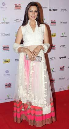 Sonali Looked Ravishing In A White Gown At The 58th Filmfare Nomination Party