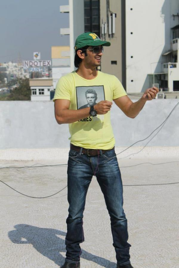Sushant Singh Rajput Playing Kite Flying During The Promotion Of Kai Po Che