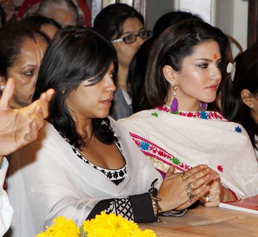 Ekta And Sunny Leone Photo Clicked During Worship To Lord Sidhibinayak