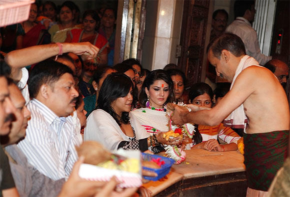 Sunny Leone And Ekta Make An Appearance At Siddhivinayak Temple