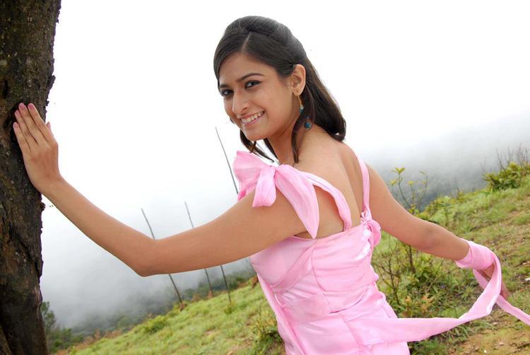 Mrudula Sizzling And Attractive Photo Still From Pade Pade Kannada Movie