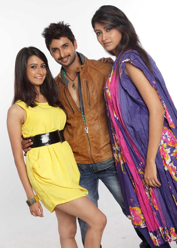 Mrudula,Tarun And Akila Smiling Pose Photo From Pade Pade Kannada Movie