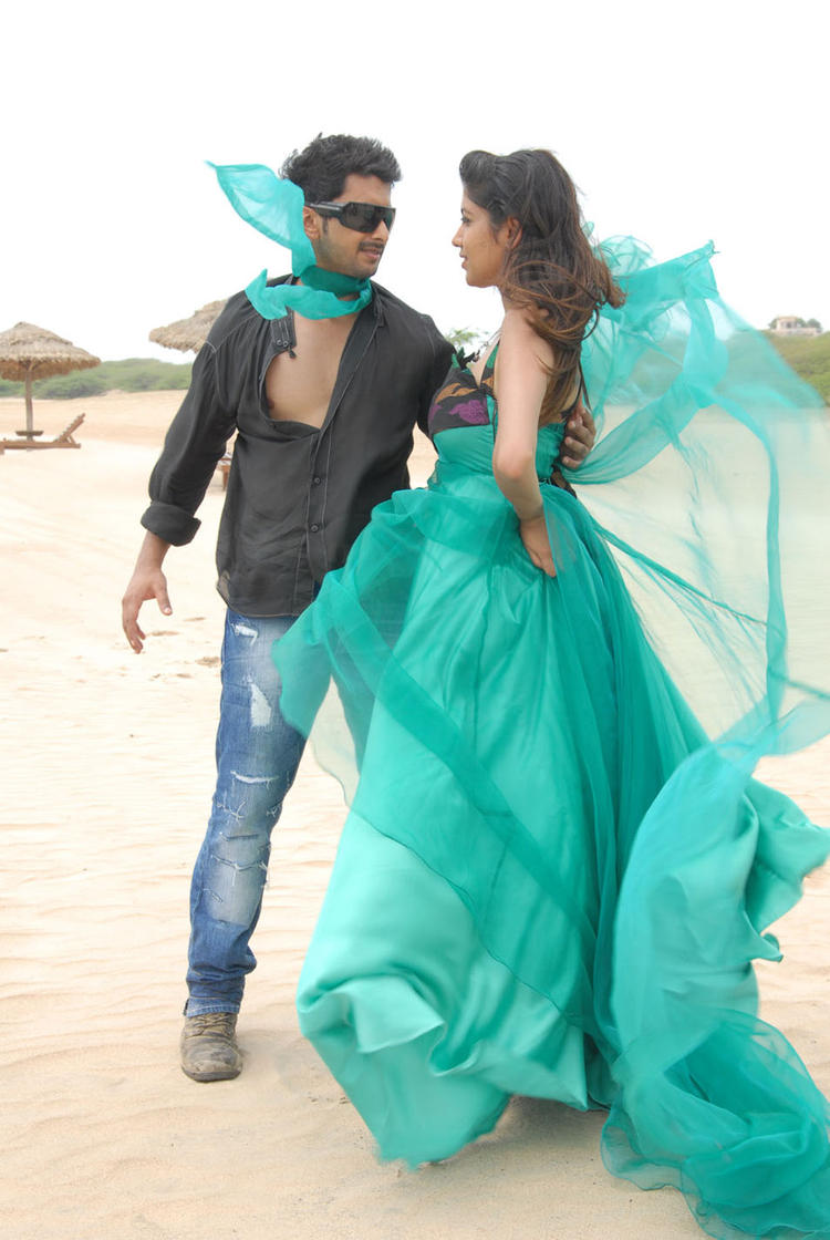 Tarun And Akila Looked Marvolous In Pade Pade Kannada Movie