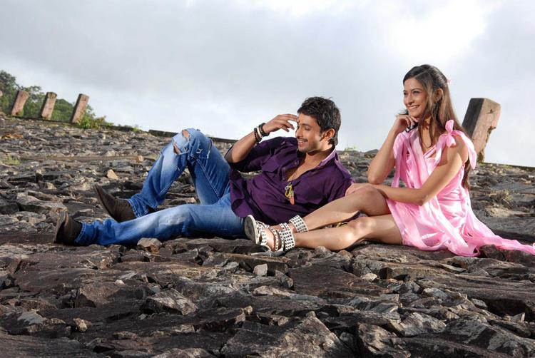 Tarun And Mrudula Cute Smiling Photo From Pade Pade Kannada Movie