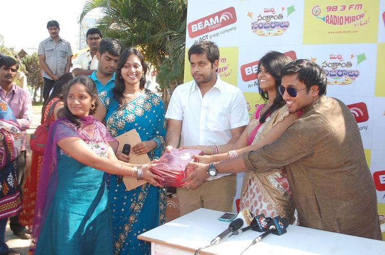 Peoples Enjoyed At Radio Mirchi Sankranthi Sambaralu 2013