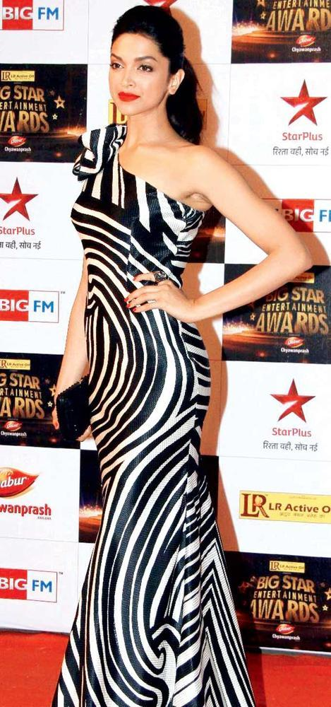 Deepika Padukone In Swirl Print Naeem Khan At Big Star Entertainment Awards 2012