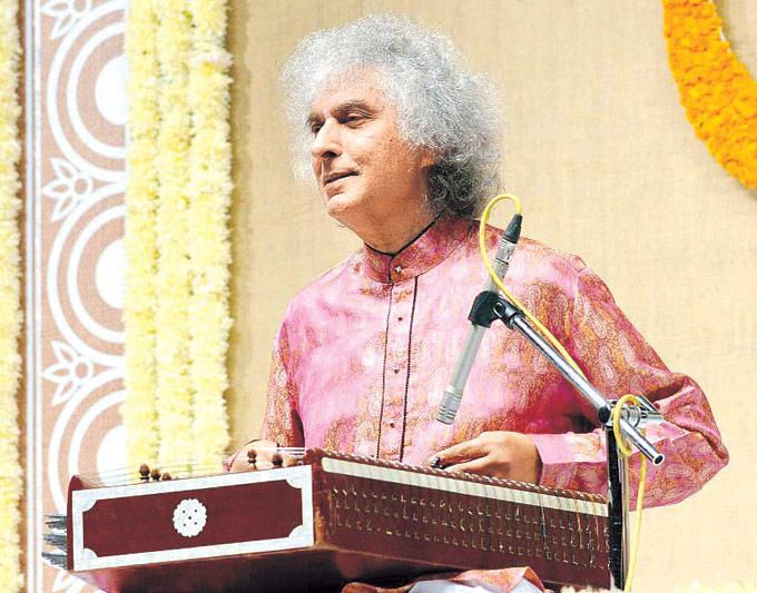 Pt Shivkumar Sharma Entertains His Fans With His Santoor