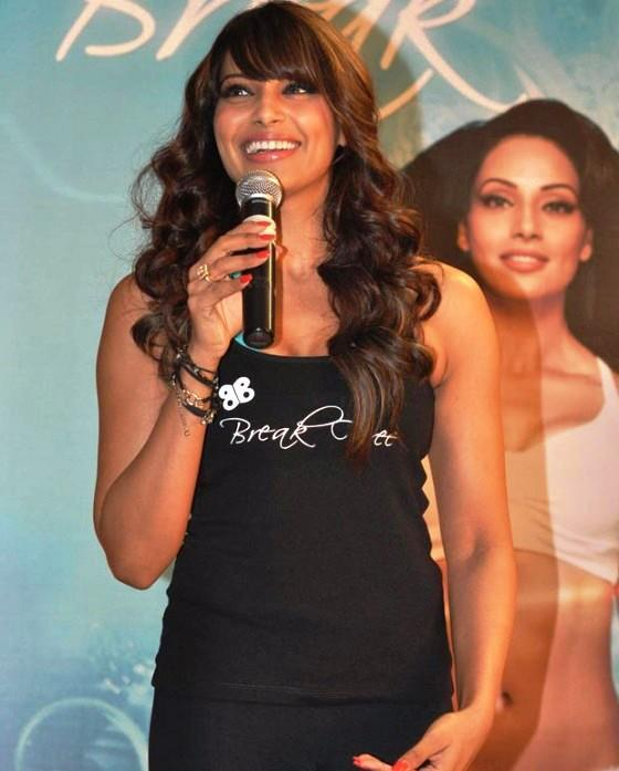 Bipasha Basu Cute Smiling Still At The Launch Of Fitness DVD Break Free