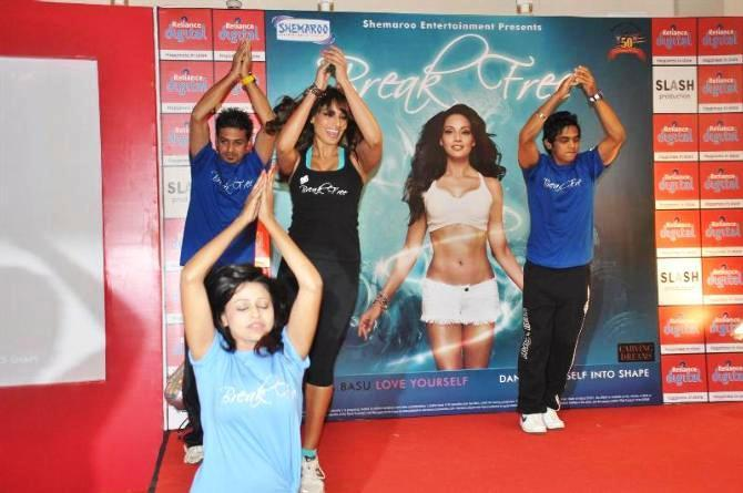 Bipasha Basu Nice Dance Pose Still At The Launch Of Fitness DVD Break Free