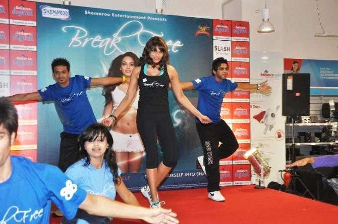 Bipasha Basu Rocked On Stage At The Launch Of Fitness DVD Break Free