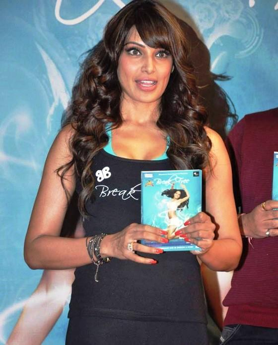 Bipasha Basu Shows Her Second DVD At The Launch Of Fitness DVD Break Free