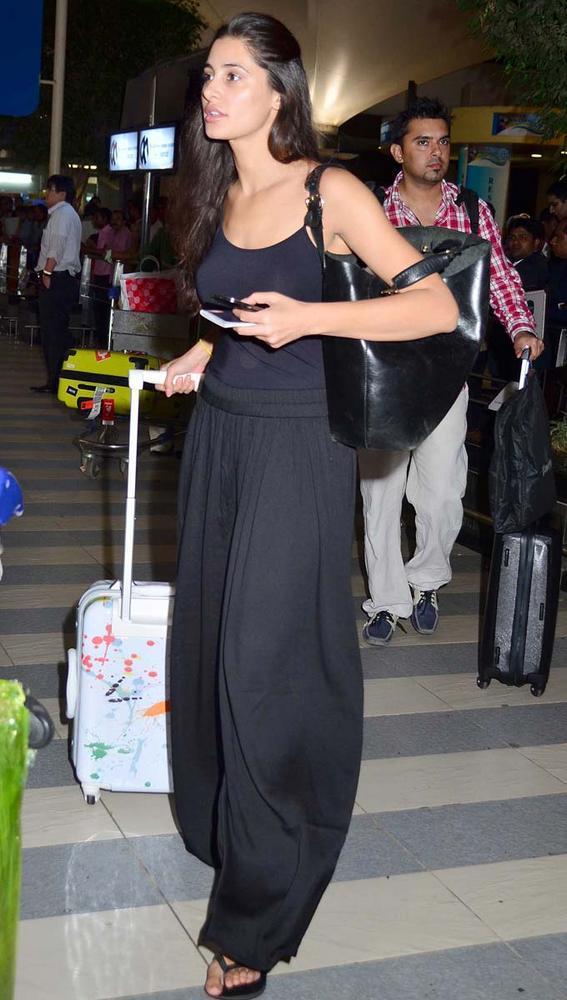 Nargis Fakhri Sexy Look Photo In A Black Ensable
