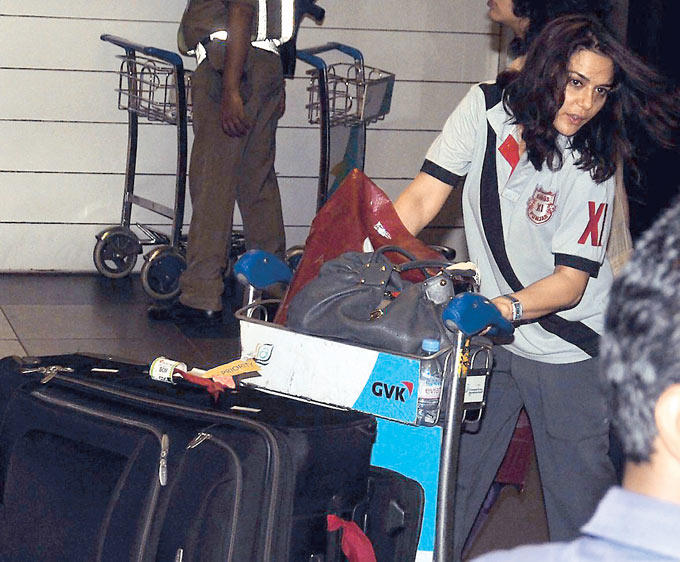 Preity Zinta Photo Clicked During A Journey At Airport