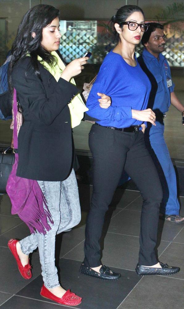 Sridevi With Daughter Jhanvi Walking Photo Still
