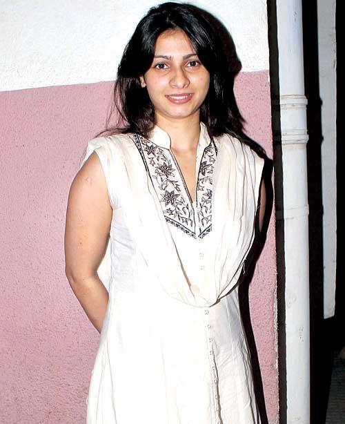 Tanishaa Trendy Looking Photo Still In A White Dress
