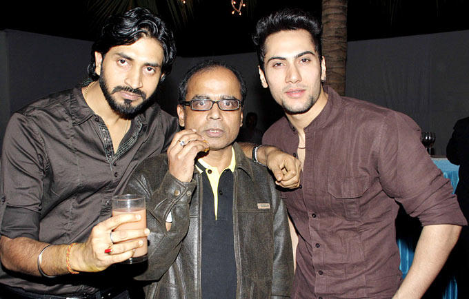 Dilpreet Poses With Friends At Surendra Wadhwanis Birthday Bash