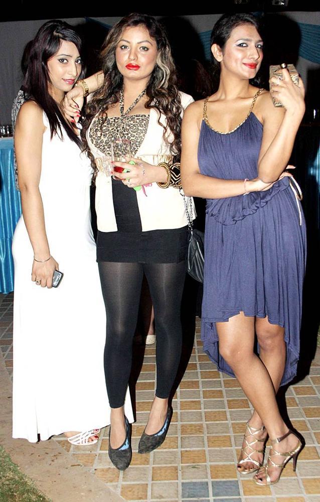 Lady Celebs Pose For Camera At Surendra Wadhwanis Birthday Bash