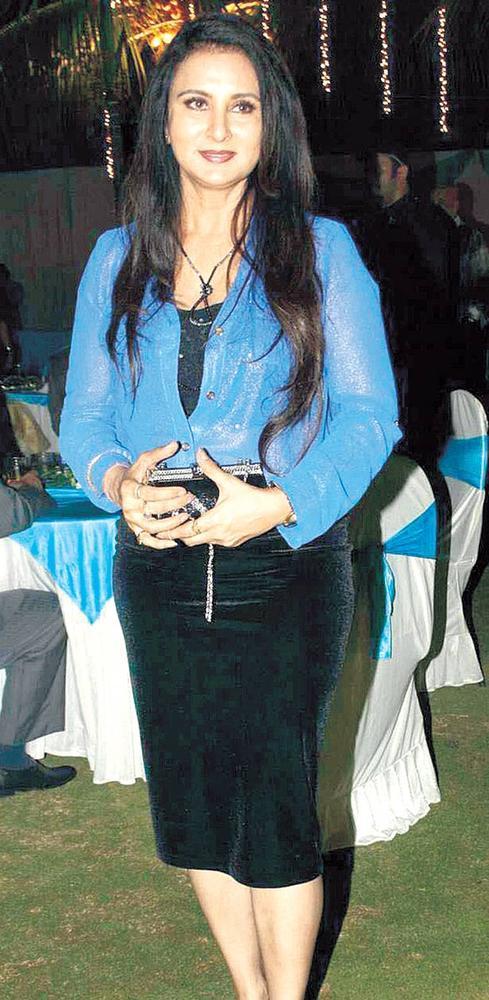 Poonam Dhillon Elegant Look Photo In Surendra Wadhwanis Birthday Bash