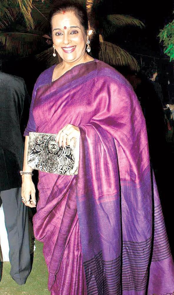 Poonam Sinha Complete Her Looks In A Silk Saree At Surendra Wadhwanis Birthday Bash