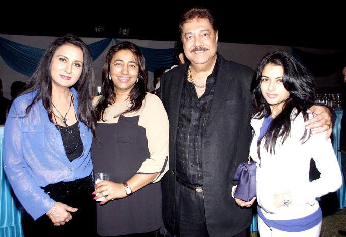 Poonam,Anu,Surendra And Bhagyashree Posed For Camera At Surendra Wadhwanis Birthday Bash