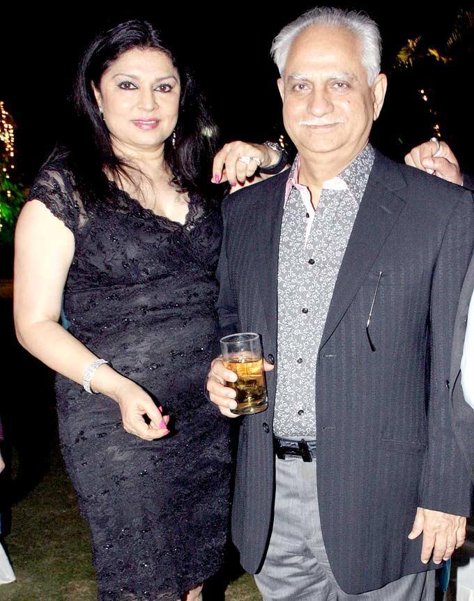 Ramesh With Wife Kiran Posed For Camera At Surendra Wadhwanis Birthday Bash
