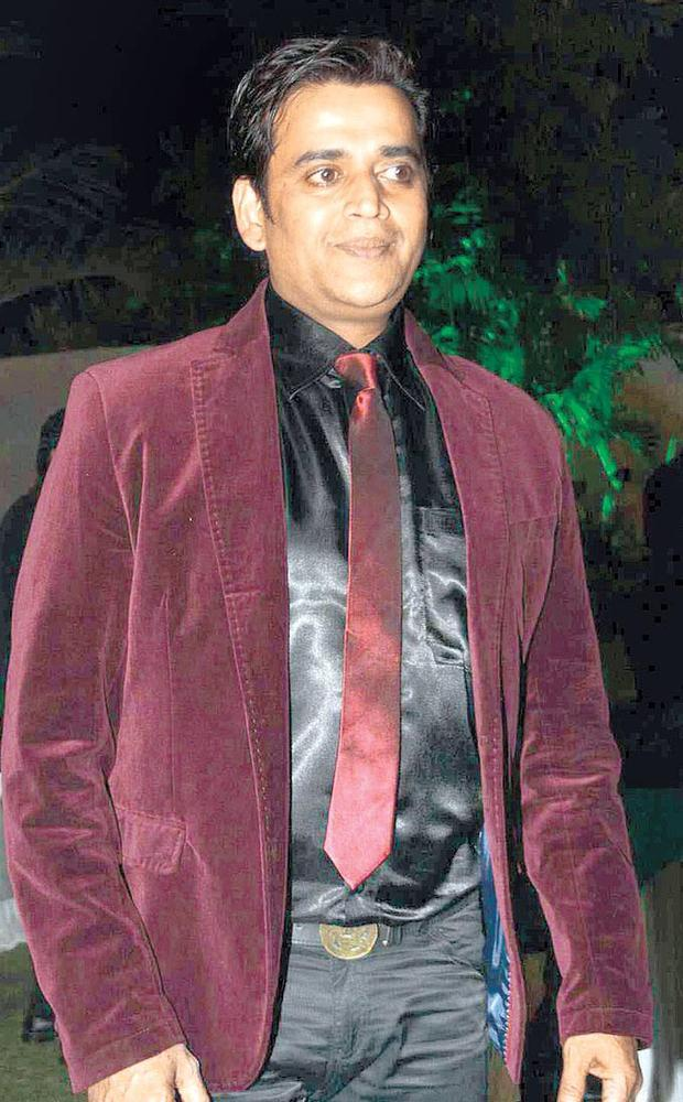 Ravi Kishen Dazzled In A Brown Color Chick Coat At Surendra Wadhwanis Birthday Bash