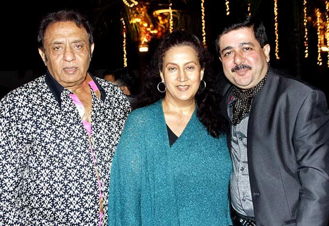 Veteran Actor Ranjeet With Wife Naazneen And Rajeev At Surendra Wadhwanis Birthday Bash