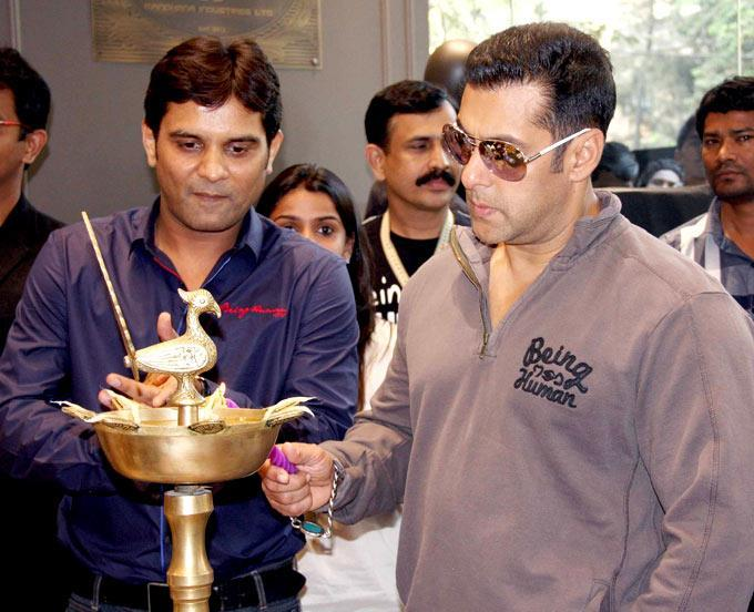 Salman Khan Innagurates The Being Human Store By Lightening The Lamp