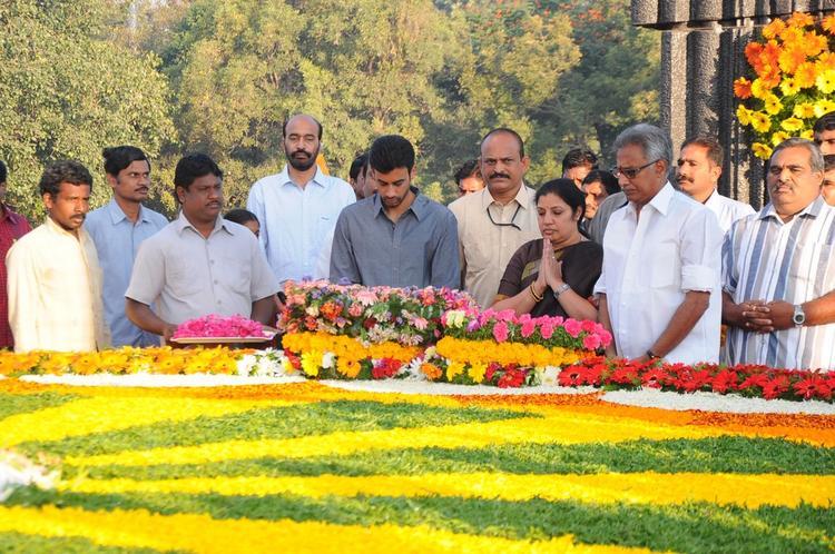 Daggubati Purandeswari Pays Tribute At NTR Ghat