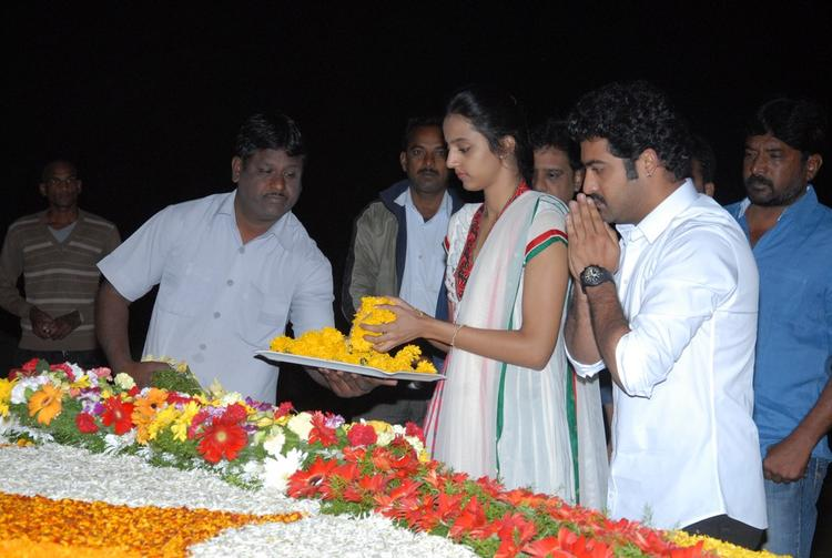Jr. NTR And Wife Lakshmi Pranathi With Flowers At NTR Ghat