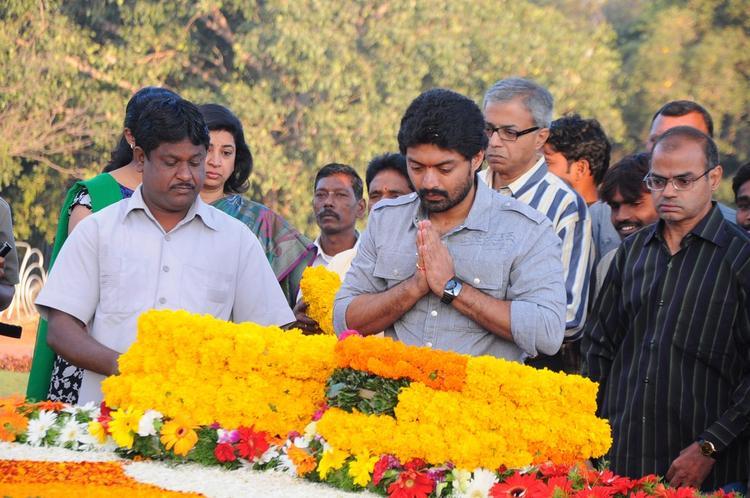 Kalyan Ram Take Blessing At NTR Ghat