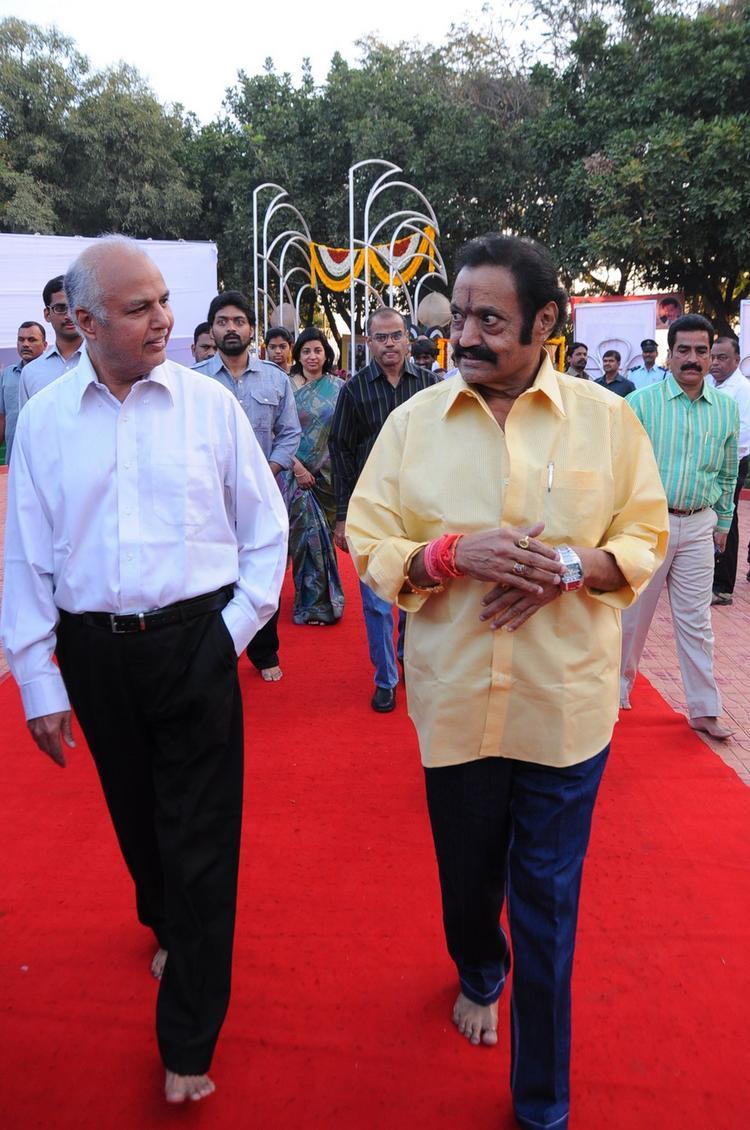Nandamuri Harikrishna Goes To Tribute At NTR Ghat