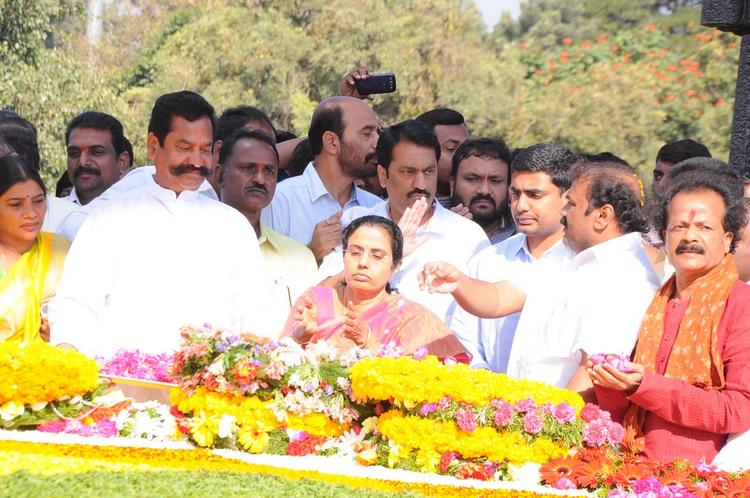 Nara Bhuvaneshwari And Nara Lokesh Pay Tribute At NTR Ghat