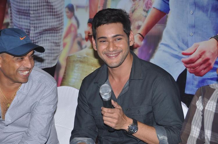 Mahesh Babu Cute Smiling Look At SVSC Success Meet