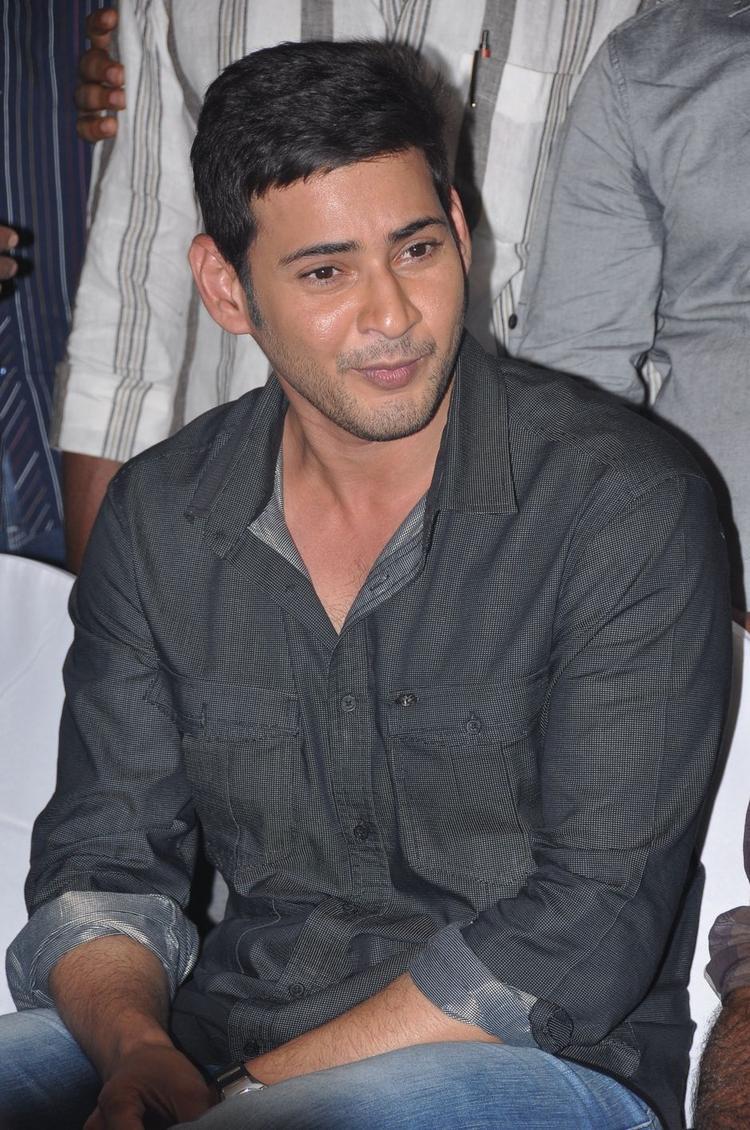 Mahesh Babu Stunning Face Look Still At SVSC Success Meet