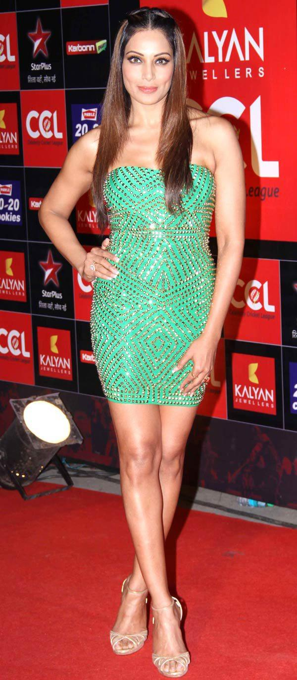 Bipasha Hot Body For The Cameras At The CCL Season 3 Red Carpet