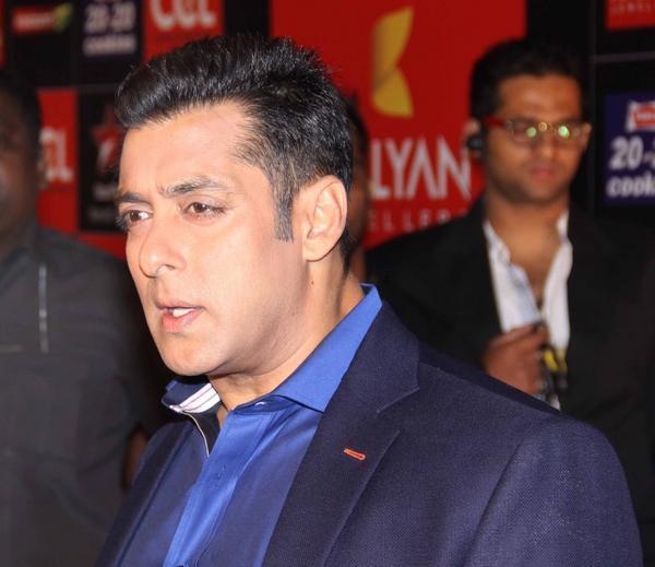 Salman Khan Dazzling Face Look At CCL Glam Night 2013