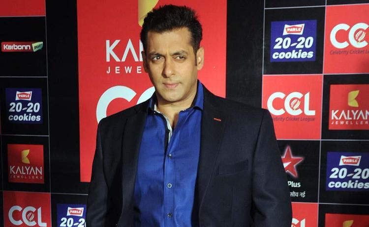 Salman Khan Hot Look At CCL Glam Night 2013
