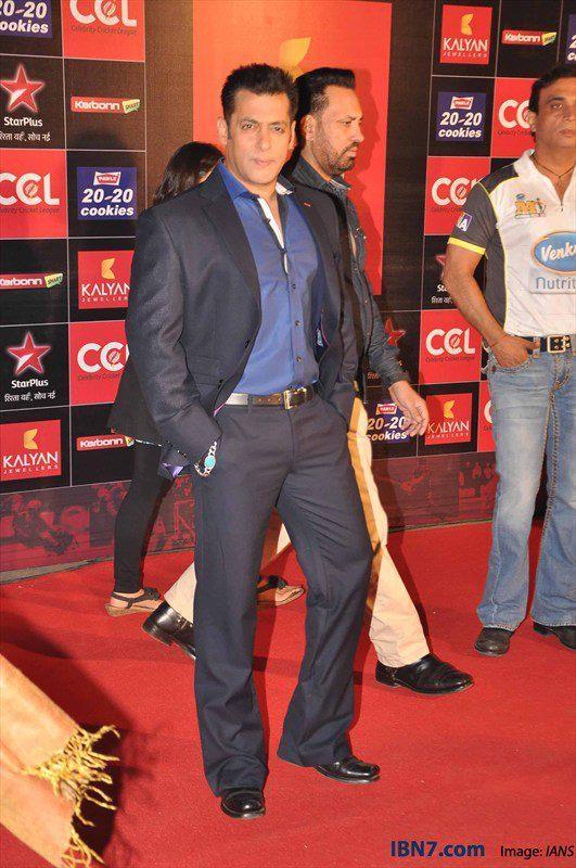Salman Khan Strikes A Pose In Red Carpet At CCL Glam Night 2013