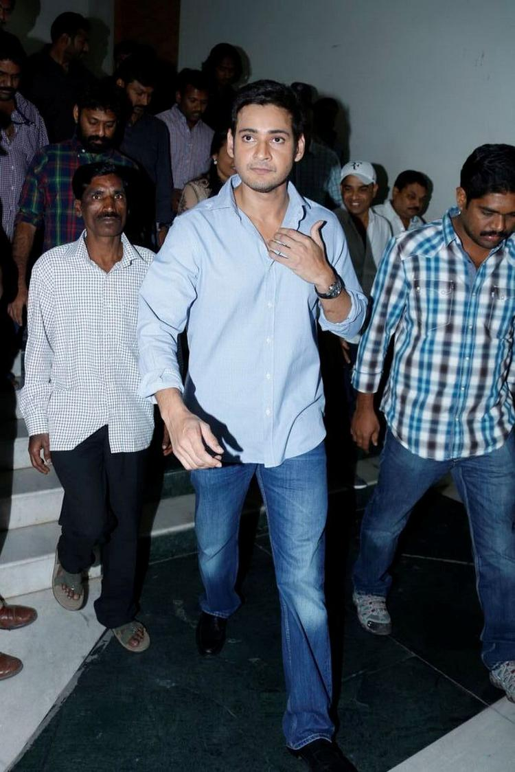 Mahesh Babu Walks On To Attend SVSC Triple Platinum Disc Function