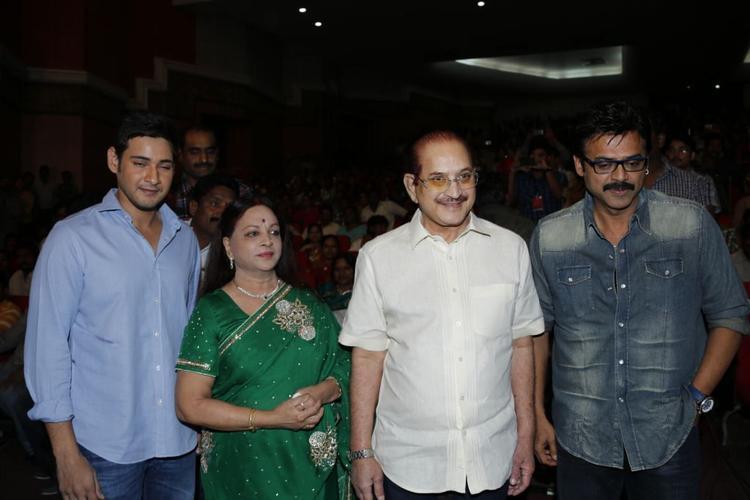Mahesh,Venkatesh,Krishna With Wife Vijaya Walk On At SVSC Triple Platinum Disc Function