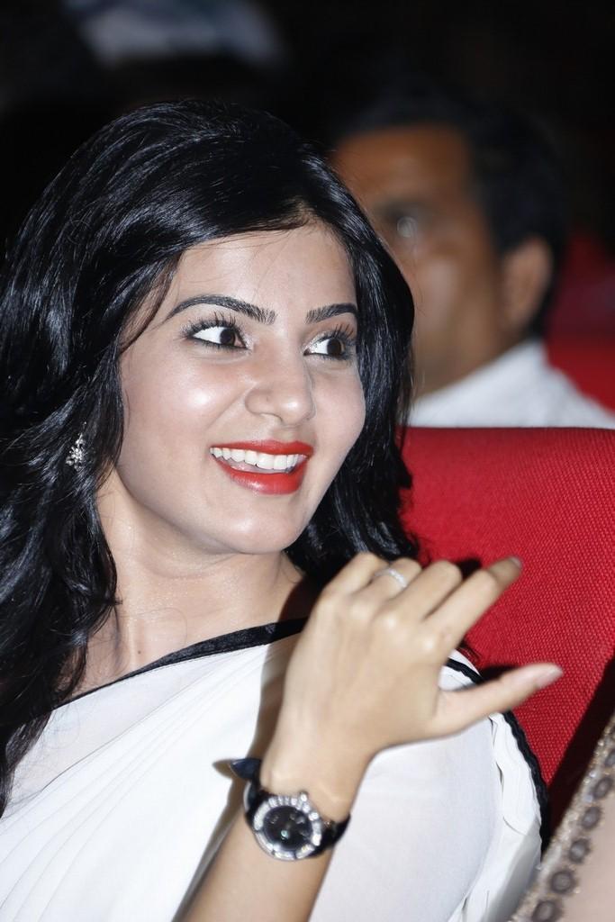 Samantha Ruth Prabhu Smiling Still At SVSC Triple Platinum Disc Function