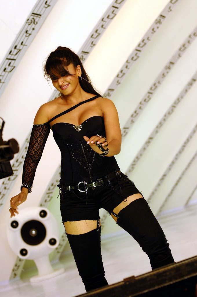Anushka Shetty Exclusive Hot Pose Still